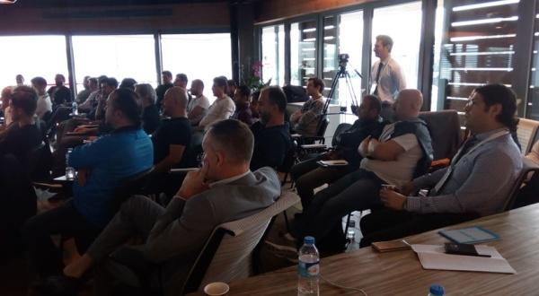 company-run-seminar