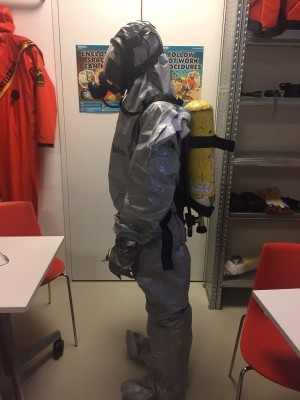 USING BREATHING APPARATUS WITH LIGHT CHEMICAL SUIT